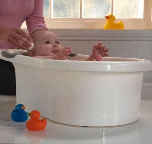 La mejor bañera para bebés en 2017: cómo bañar a un recién nacido (frecuencia, temperatura y jabones para el baño)